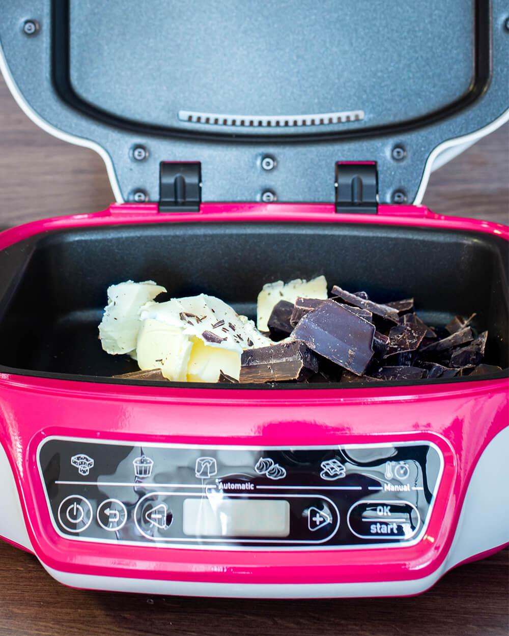 Schokolade schmelzen in der Cake Factory von Tefal