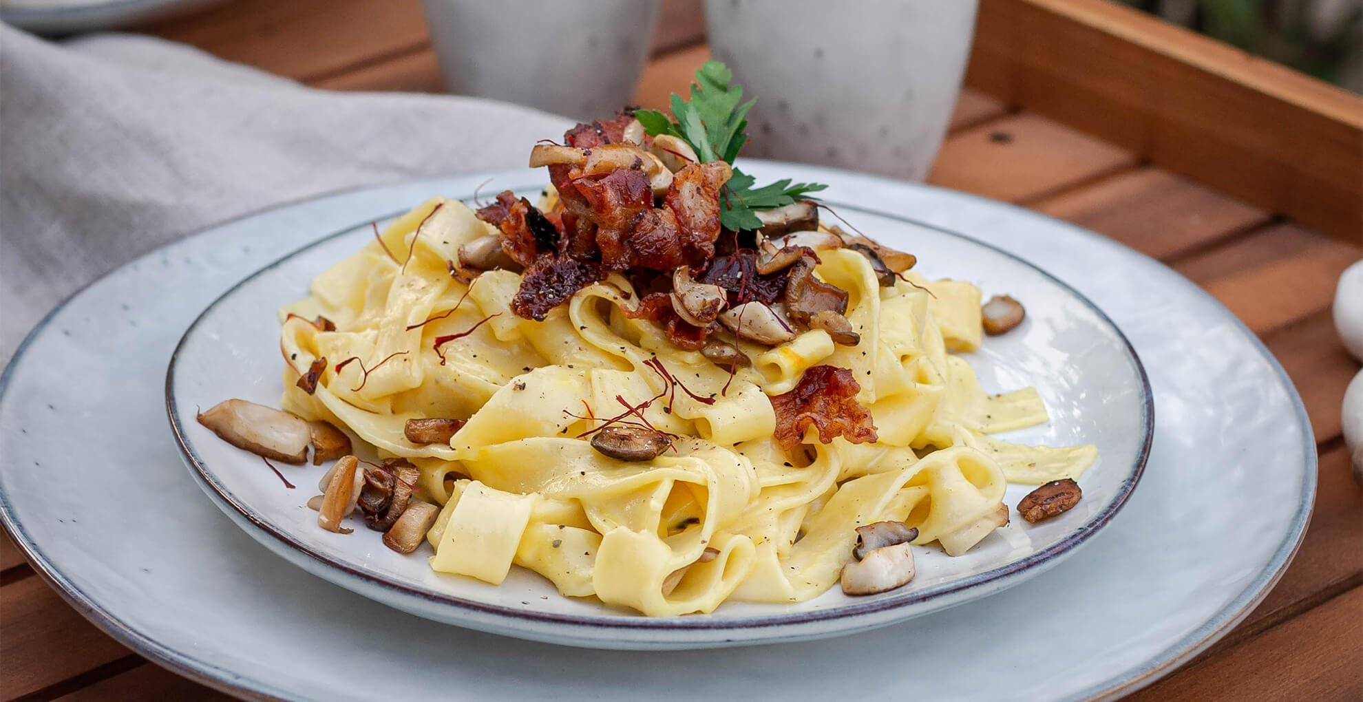 Bandnudeln in Safransauce mit Bacon Chips