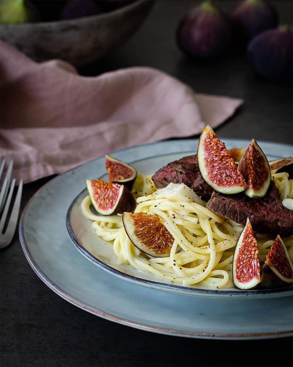 Spaghetti in Gorgonzolasauce mit frischen Feigen