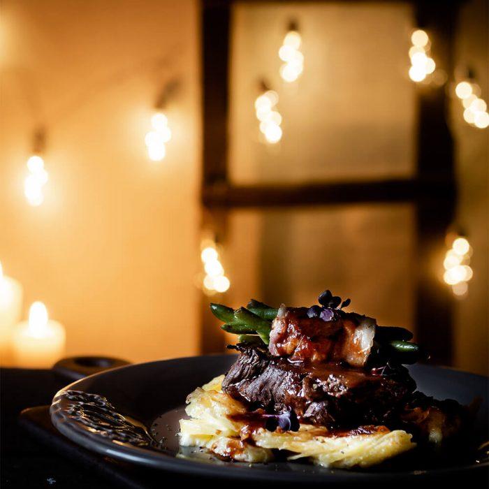 Rinderhüftsteak mit Rumkugel-Soße und Kartoffelgratin