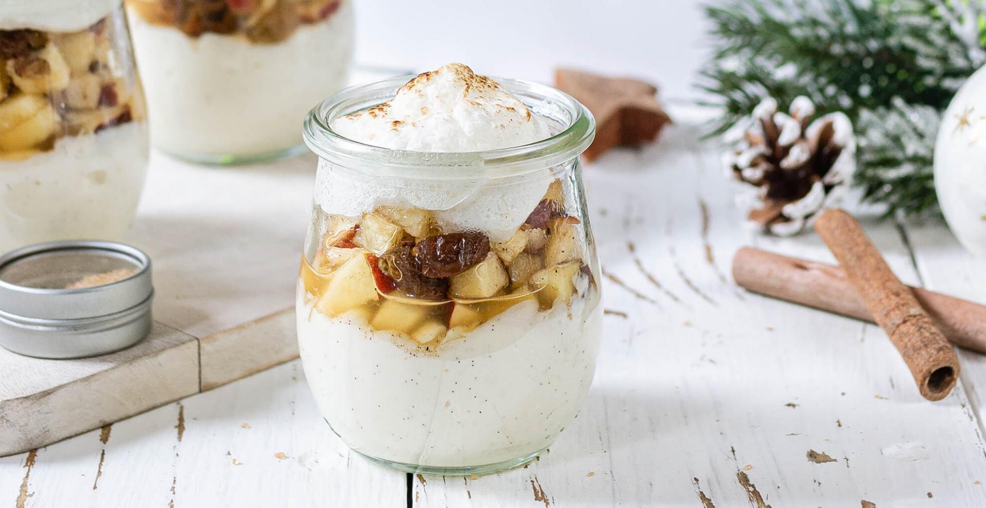 Vanillecreme mit Bratapfel-Topping und Baiserhaube