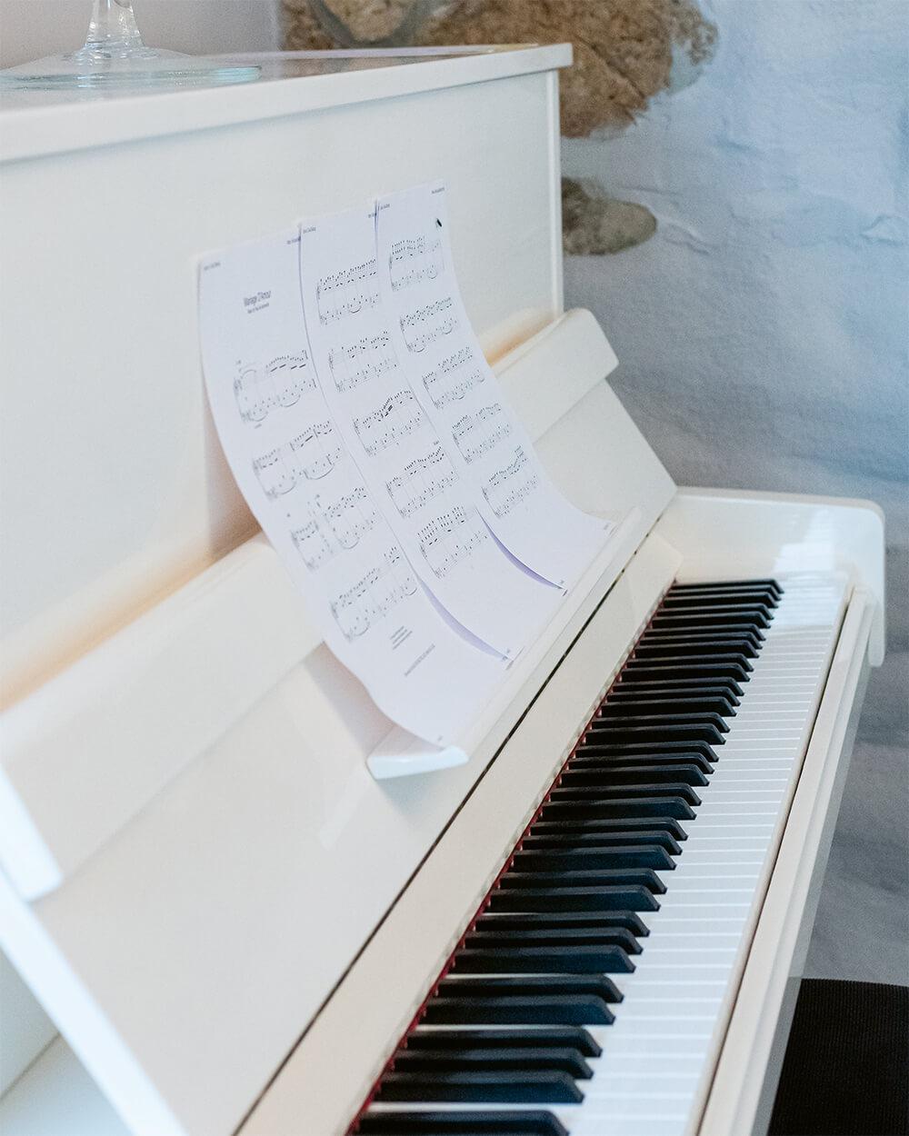 Food & Specials - Piano