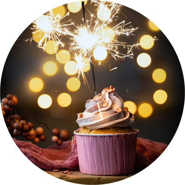 Vanille-Cupcakes mit Schwarzer Johannisbeere